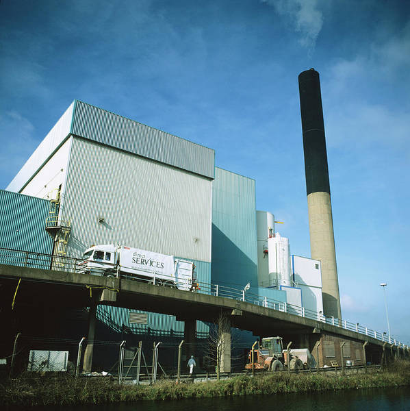 Station To Station Photograph - Refuse Power Plant by Robert Brook/science Photo Library