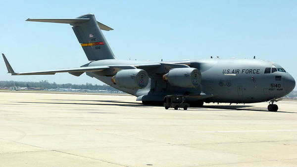 Photograph - Usaf C17 Globemaster by Jeff Lowe
