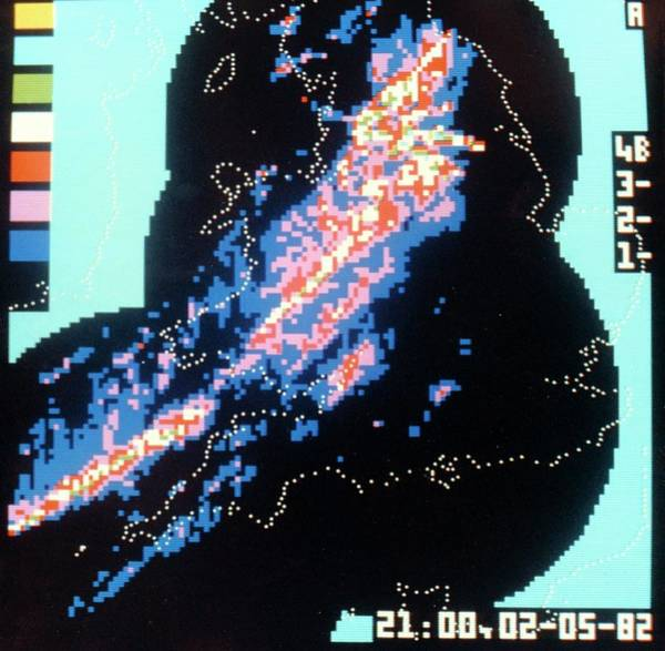 Wall Art - Photograph - Weather Radar Display by British Crown Copyright, The Met Office / Science Photo Library