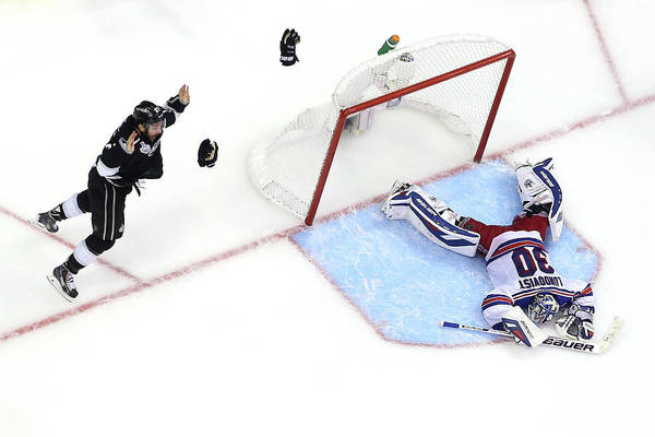 Ice Hockey Photograph - 2014 Nhl Stanley Cup Final - Game Five by Bruce Bennett