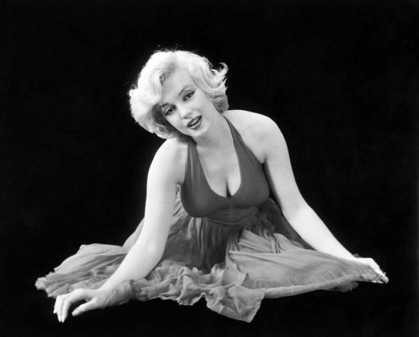 Marilyn Photograph - Marilyn Monroe (1926-1962) by Granger