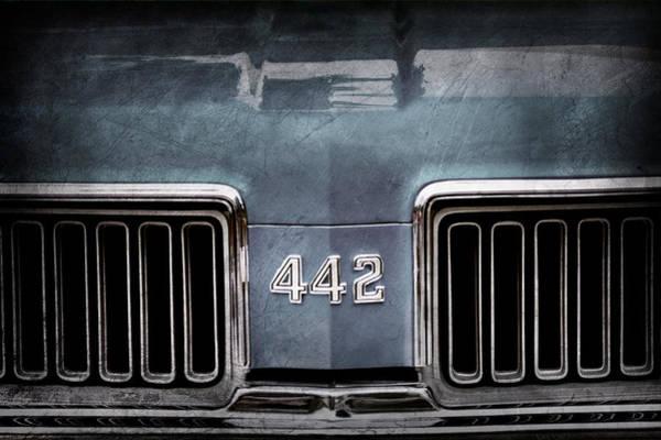 Oldsmobile 442 Wall Art - Photograph - 1970 Oldsmobile 442 Grille Emblem by Jill Reger
