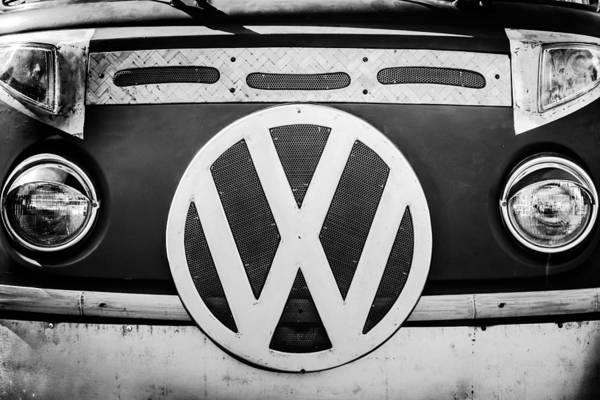 Volkswagen Photograph - 1979 Volkswagen Vw Bus Emblem by Jill Reger