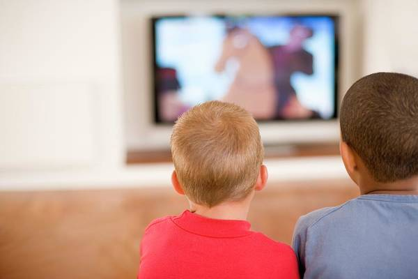Inactive Photograph - Children Watching Television by Ian Hooton/science Photo Library