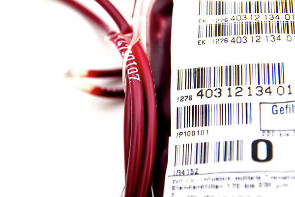 Wall Art - Photograph - Donor Blood Analysis by Daniela Beckmann / Science Photo Library