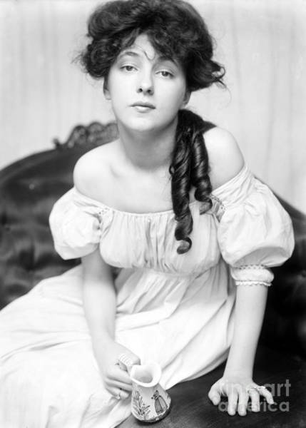 Photograph - Evelyn Nesbit, American Model by Science Source