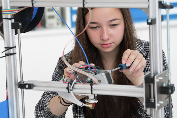 Wall Art - Photograph - Female Electronics Student In Laboratory by Wladimir Bulgar/science Photo Library
