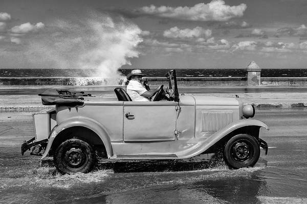 Old Car Wall Art - Photograph - Malecon by Andreas Bauer