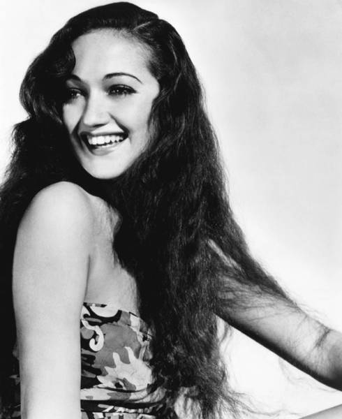 Wall Art - Photograph - Road To Singapore, Dorothy Lamour, 1940 by Everett