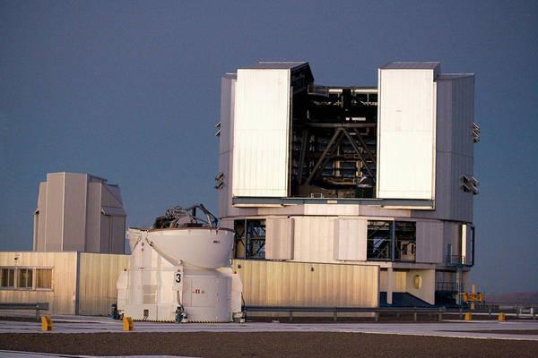 Astronomical Twilight Photograph - Vlt Telescope by Adam Hart-davis/science Photo Library