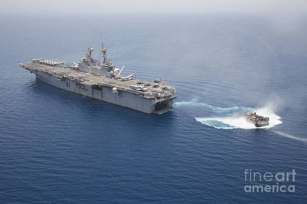 Amphibious Assault Ship Wall Art - Photograph - A Landing Craft Air Cushion Approaches by Stocktrek Images