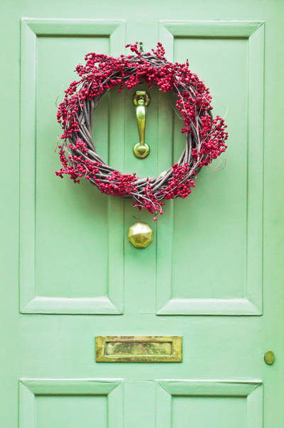 Green Berry Photograph - Christmas Wreath by Tom Gowanlock