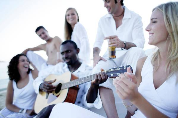 Strum Wall Art - Photograph - Friends Relaxing by Ian Hooton/science Photo Library