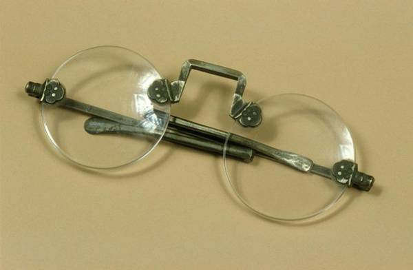 Lenses Photograph - Oriental Spectacles by Science Photo Library