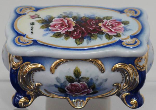 Ceramic Art - 4 Roses Rect. Porcelain Box by Shirley Heyn