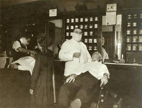 Wall Art - Photograph - Flu Pandemic, 1918 by Granger