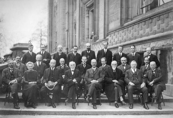 Wall Art - Photograph - 4th Solvay Conference On Physics, 1922 by Science Photo Library