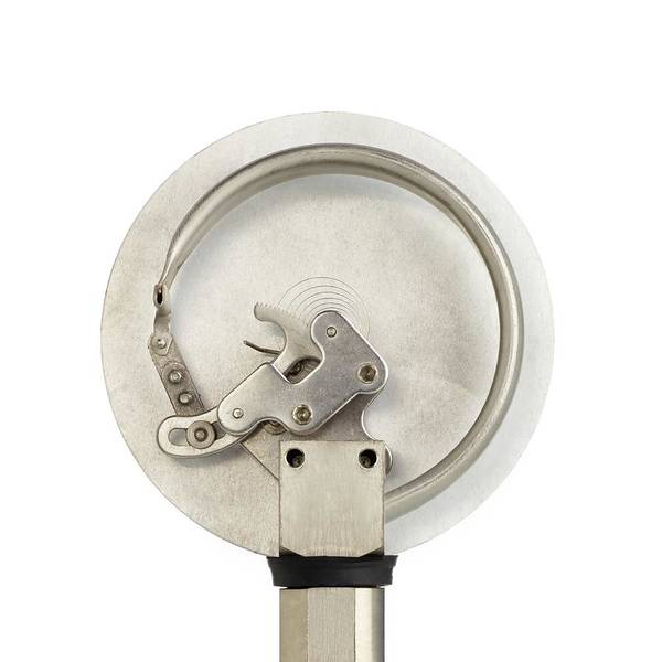 Pressure Wall Art - Photograph - Bourdon Pressure Gauge by Science Photo Library