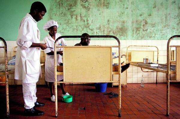 Wall Art - Photograph - Congo Hospital by Roger Job/reporters/science Photo Library