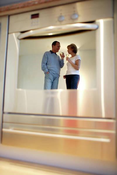 Wall Art - Photograph - Couple Drinking Wine by Ian Hooton/science Photo Library