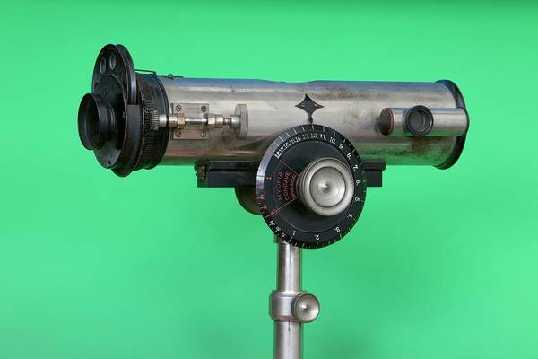Wall Art - Photograph - Early 20th Century Ophthalmoscopy Tool by Mark Thomas/science Photo Library