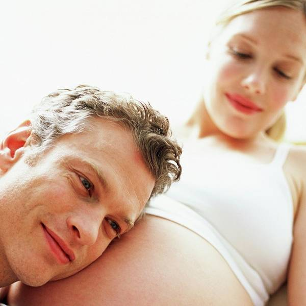 Gentle Man Wall Art - Photograph - Expectant Parents by Ian Hooton/science Photo Library