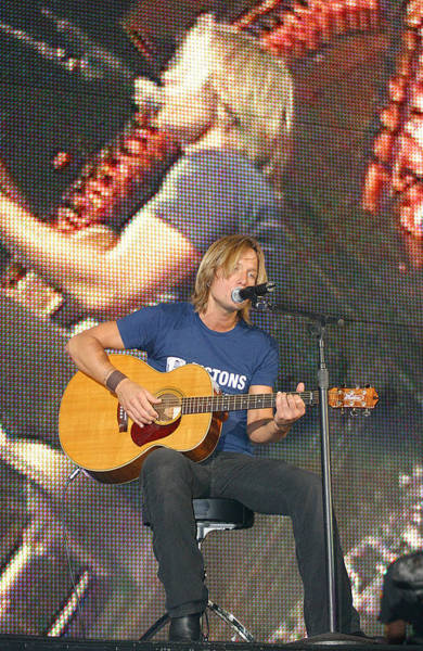 Starstruck Studios Wall Art - Photograph - Keith Urban by Don Olea
