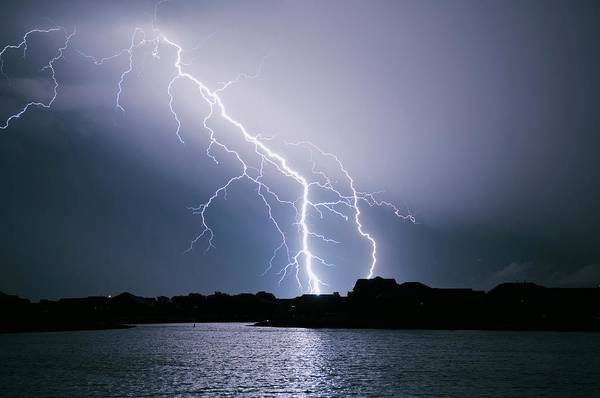 Wall Art - Photograph - Lightning Bolts by Jim Reed Photography/science Photo Library