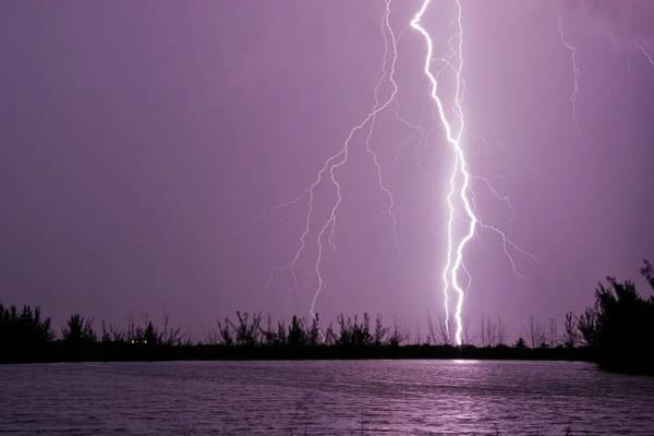 Wall Art - Photograph - Lightning by Mike Theiss/science Photo Library
