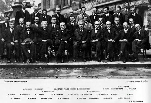 Einstein Wall Art - Photograph - 5th Solvay Conference Of 1927 by Science Source