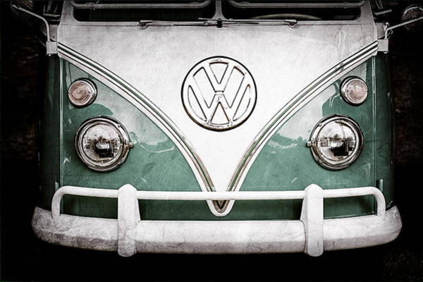 Volkswagen Photograph - 1964 Volkswagen Vw Samba 21 Window Bus Emblem by Jill Reger