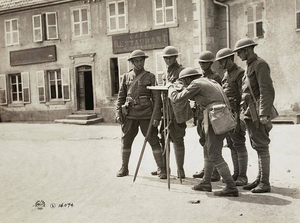 Wall Art - Photograph - Wwi Soldiers, 1918 by Granger