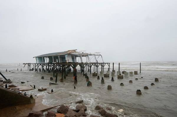 Wall Art - Photograph - Hurricane Ike Damage by Jim Reed Photography/science Photo Library