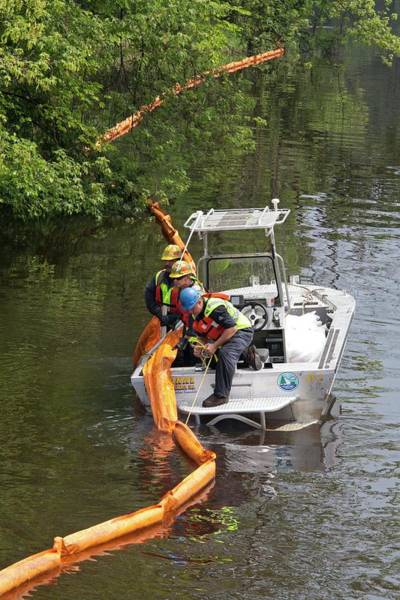 Kalamazoo Photograph - Oil Spill Cleanup by Jim West