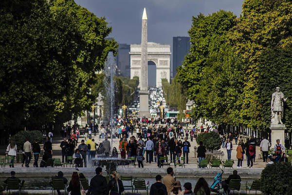 Photograph - A Busy Sunny Day In Paris by Sven Brogren