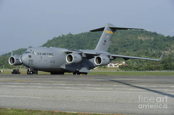 C-17 Photograph - A C-17 Globemaster IIi Of The U.s. Air by Remo Guidi