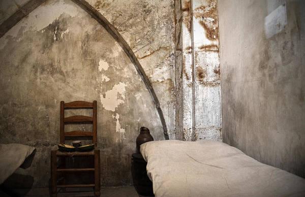 Photograph - A Cell In La Conciergerie De Paris by RicardMN Photography