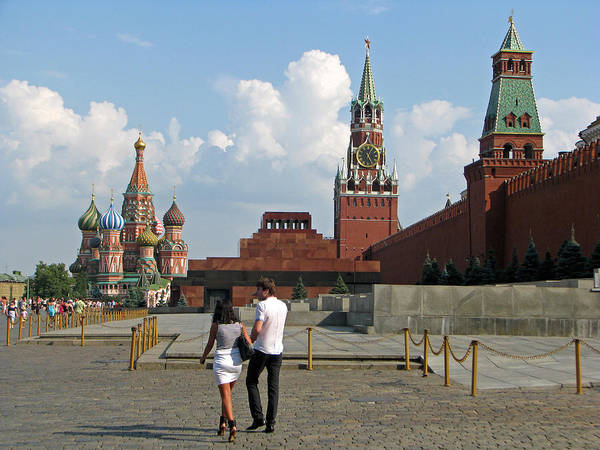 Lenin Painting - A Couple Strolls On Red Square In Moscow by Robert Gerdes