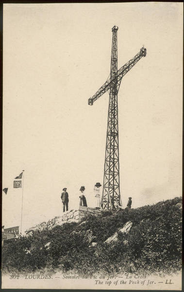Wall Art - Photograph - A Few Stalwart Pilgrims Have  Climbed by Mary Evans Picture Library