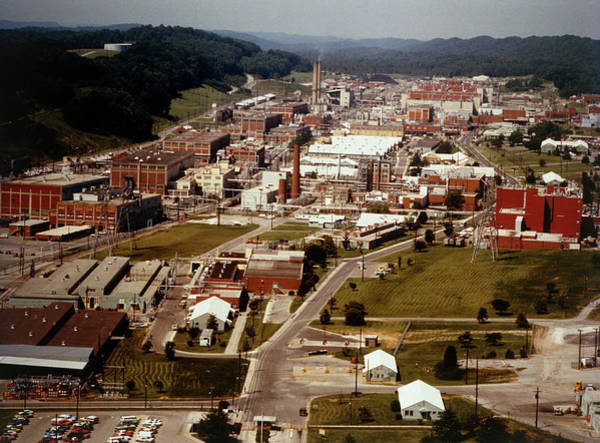 Wall Art - Photograph - A General View Of Oak Ridge Nuclear Installation by U.s. Dept. Of Energy/science Photo Library