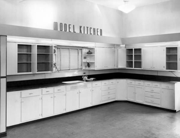 Wall Art - Photograph - A Model Kitchen by Underwood Archives