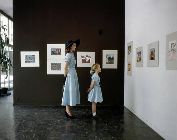 Blue Photograph - A Mother And Daughter At Moma by John Rawlings