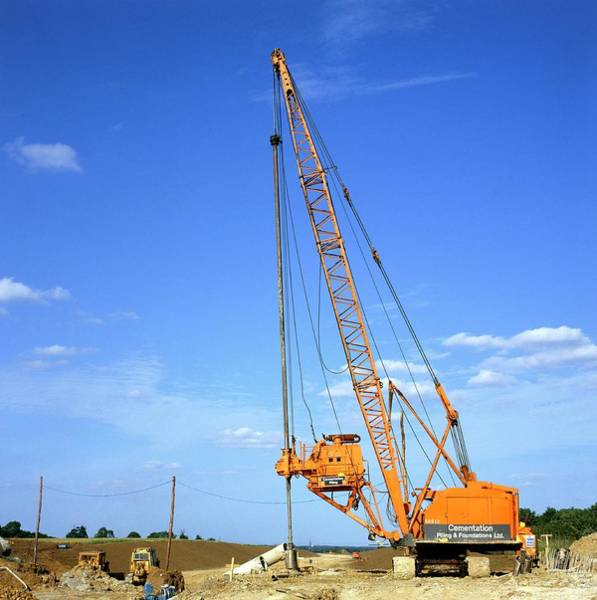 Wall Art - Photograph - A Pile Driver by Dr Jeremy Burgess/science Photo Library.