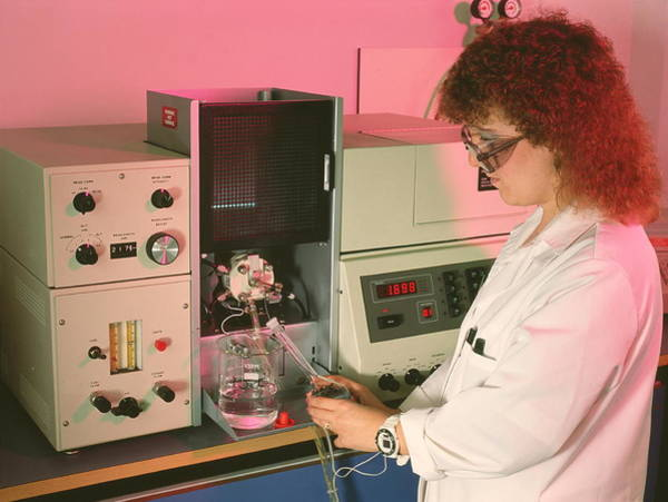 Pharmaceutics Wall Art - Photograph - Aa Spectrometer In Pharmacy Quality Control by Simon Fraser/searle Pharmaceuticals/ Science Photo Library