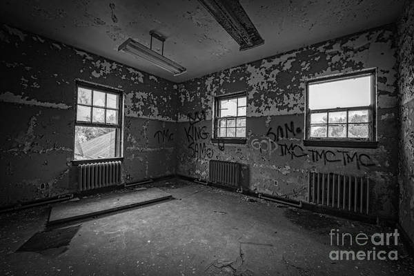 Urbex Wall Art - Photograph - Abandoned Room At Letchworth Bw by Michael Ver Sprill