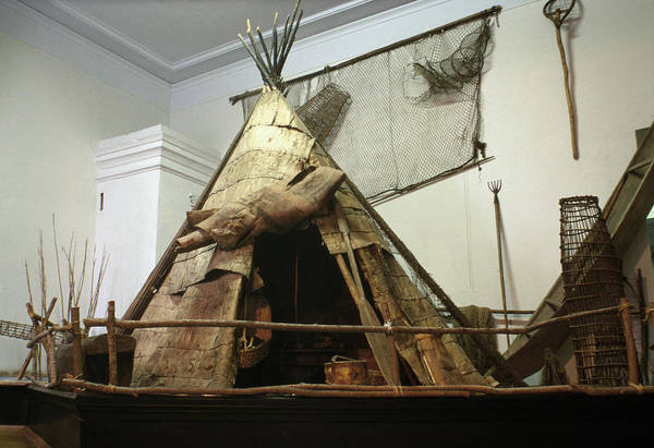 Wall Art - Photograph - Aboriginal Yurt, C1773-75 by Granger