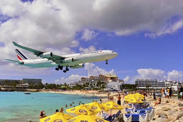 Air France Landing At St Maarten Art Print
