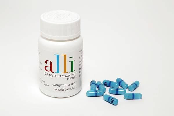 Pharmaceutics Wall Art - Photograph - Alli Weight-loss Drug by Victor De Schwanberg