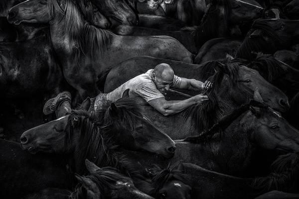 Low Key Photograph - Aloitador by Alfonso Maseda Varela