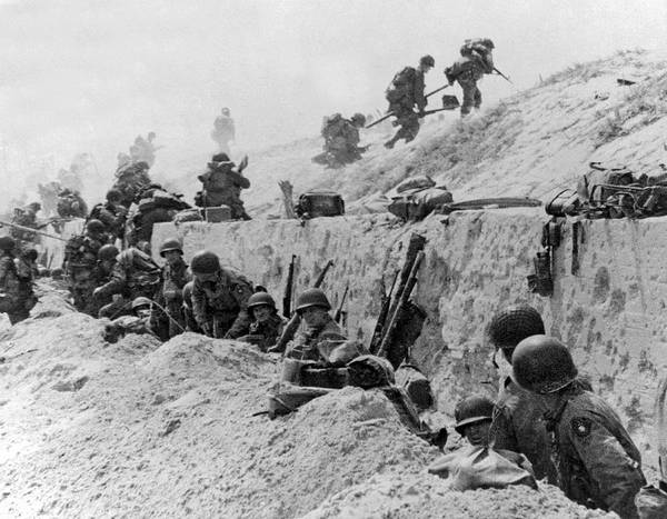 Trench Wall Art - Photograph - American Troops At Utah Beach by Underwood Archives